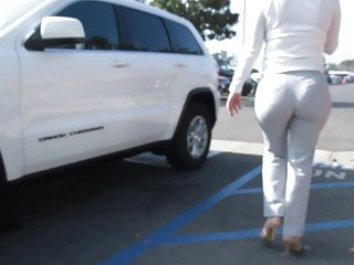 Sexy pawg in heels crossing the street pt...