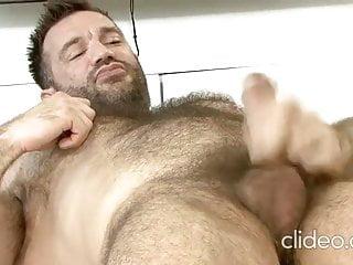 Hot muscled hairy hunk Aaron C. solo flex jerk off cum DILF