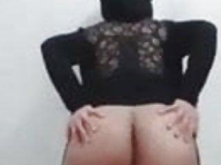 Muslim burqa dancing and showing her asshole...
