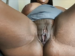 STRETCHING MY TIGHT & MEATY PUSSY CAUSED A HUGE SQUIRT!