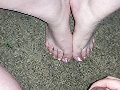 I give her sexy feet and toes a nice cumshot