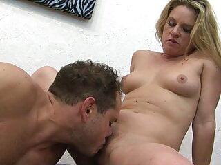Geile Sexy Milf bumst mit Pornodarsteller mega Orgasm