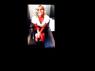 Amanda Gardner on a toilet cum tribute 4