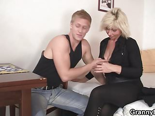 Hunky man doggy fucks hot blonde grandma...
