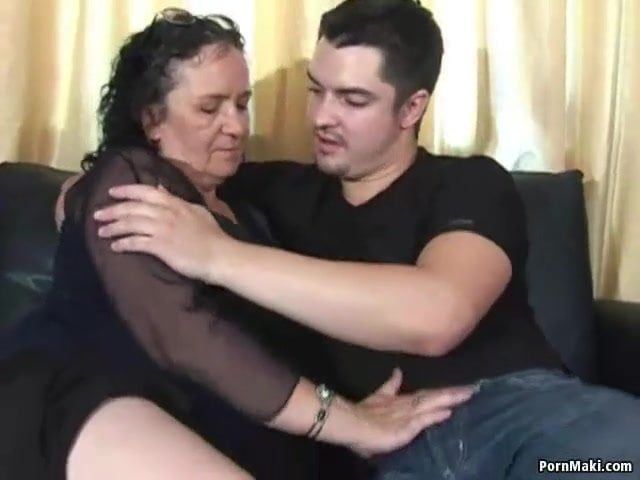 Rávette a cigány anyuka a fiát hogy dugjanak egyet szex videó