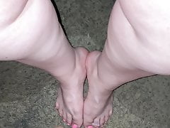 Great cumshot on BBW Latina feet