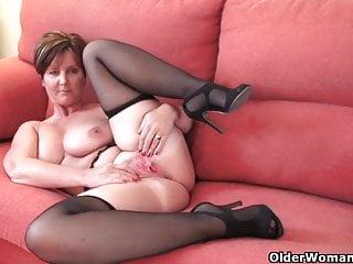 Splendida nonna con grandi tette mostra il suo corpo scopabile