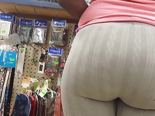 Jumbo Mature Ebony Booty In Leggings Candid
