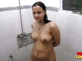 Indian sexy bhabhi sonia taking early mornign shower...