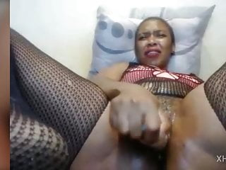 My african cam girl dildoing for me...