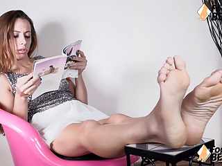 Massage,Italian,Softcore,Pov,Foot Fetish,Brunette,European,Humiliation,Closeup,Hd Videos