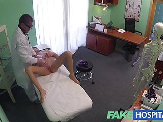 Fakehospital doctor gives a strong orgasm to fit...