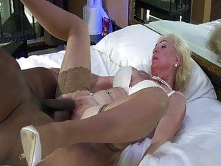Interracial Cuckold Creampie video: Blonde Mature Nympho Gets BBC Ride.