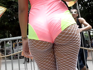 Novinha gostosa transando no carnaval de Sao Paulo
