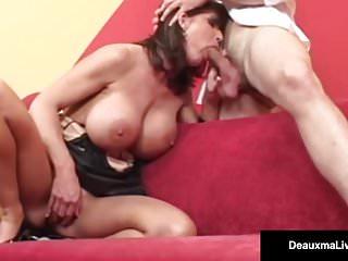 Big Busted Cougar Deauxma ottiene un grosso cazzo nel suo buco del culo