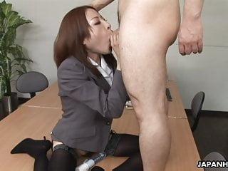 JAV woman Emiri Mizukawa slurps penis, uncensored