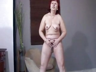 HAIRY MATURE – STANDING PISS