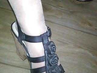 Les pieds de ma salope en nylon et chaussures sexy