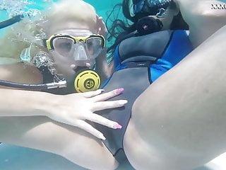 Hot underwater lesbians Vodichkina and Farkas