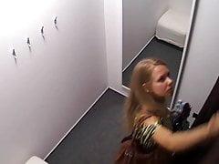 Hete Blonde Tiener op kleedkamer Spionagecam