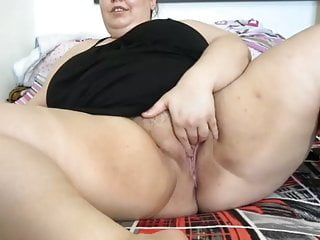 Amateur Bbw porno: BBW mature mom without panties opens her cunt