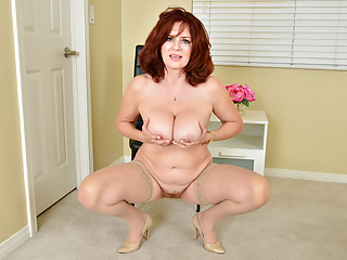 Sensual milf Andi James spoils you along with her exquisite physique