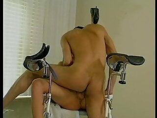 Frauenarzt besorgt es der Patientin auf dem Stuhl anal  - Bild 6