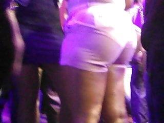 Huge booty dancing