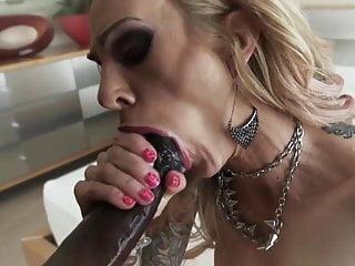Černé péro gangbang porno