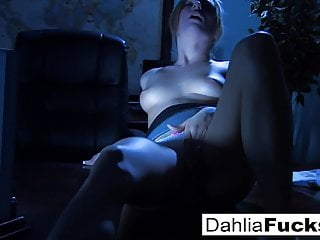 Dahlia fingers herself in the dark