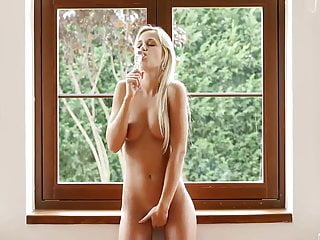blonde works her pussy to orgasm