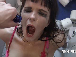 Besoffene Discoschlampe - extrem harter Sex und Deepthroat !