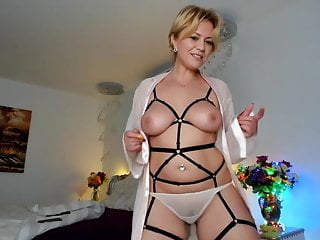 Webcam of my stepmom dance in her sexy lingerie