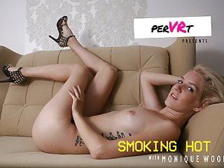 leszbikus lovagolni pornó játék