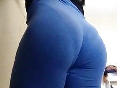 Leg azul marcando a calcinha 1