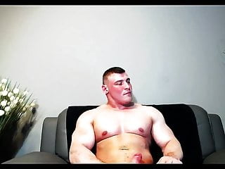 European bodybuilder jerk off and flex...