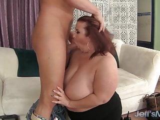 Culo grasso Lady Lynn mangia sborra