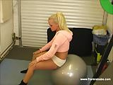 Busty blonde babe gets hot and sweaty having pussy workout