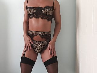 Slut in leopard lingerie jerks and cums