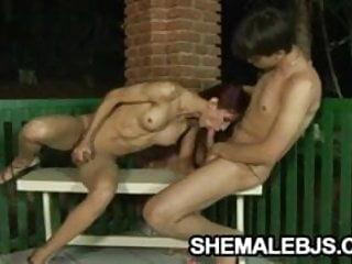 Slender shemale Michelli Cerqueira pleasing a cock