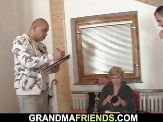 Very hot grandma pleases two delivery men...
