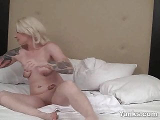 Yanks Blondie Olivia Rose's Contractions