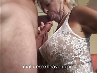 Vecchia signora fa il suo vicino