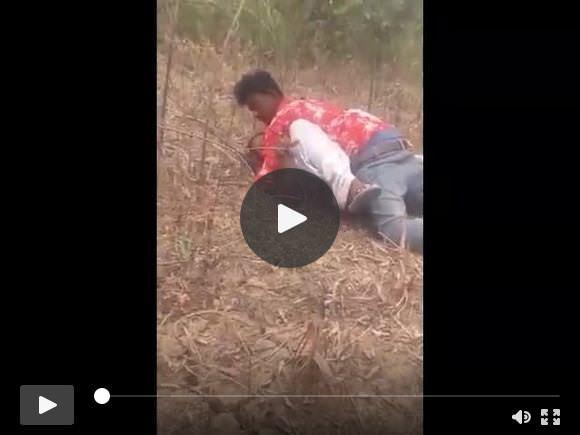 जंगल में देसी प्रेमी लड़का कमबख्त लड़की को रंगे हाथ पकड़ा