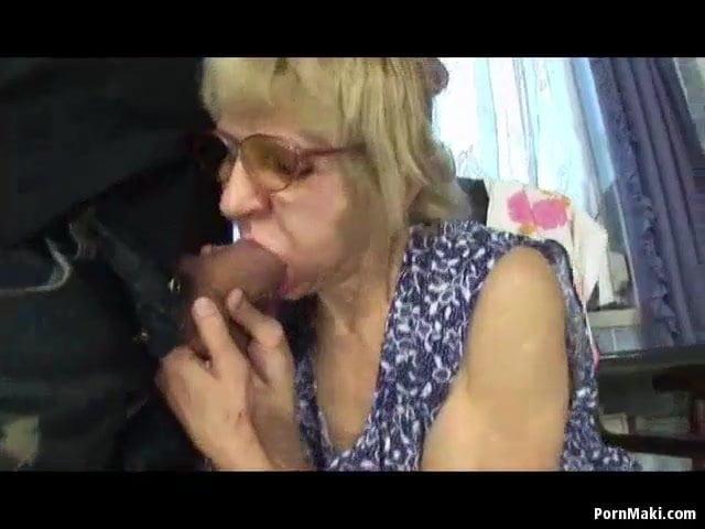 Idős anyuci baszása a fiával