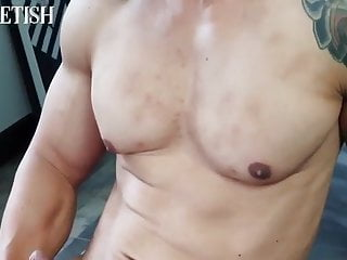 Thai Bodybuilder cumshot