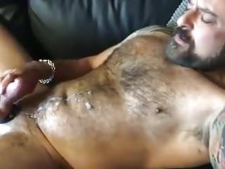 Muscle off and cums...