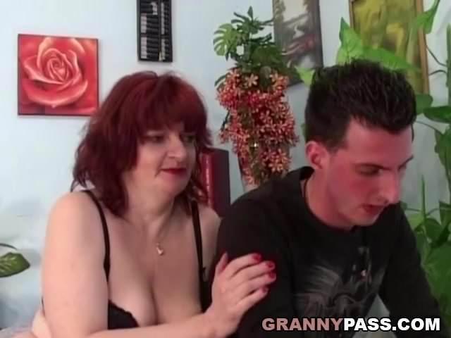 Anyuci rábeszélte a fiát hogy szexeljen vele jó keményen